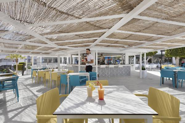 Bar-cafÉ hôtel palmanova suites by trh magaluf